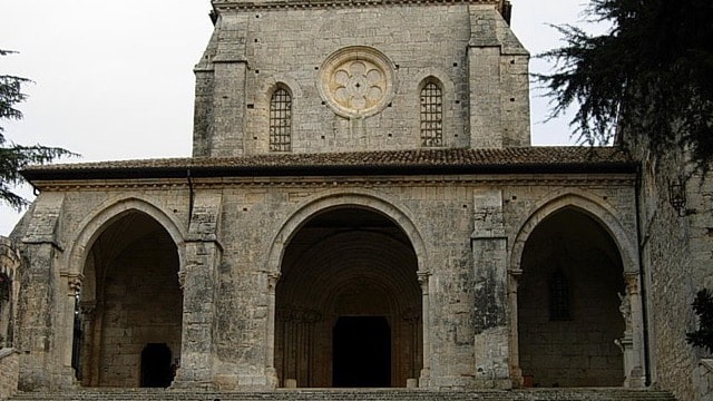 /img/tours-full-day-excursions/Casamari Abbey.jpg