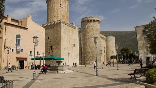 /img/tours-full-day-excursions/Fondi, Castello Baronale.jpg