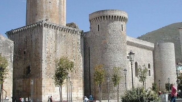 /img/tours-full-day-excursions/Fondi, the Castle.jpg