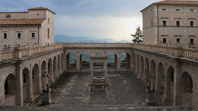 /img/tours-full-day-excursions/Montecassino Abbey.jpg